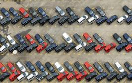 В Алматы припаркованные «елочкой» автомобили будут увозить эвакуаторы — ДВД
